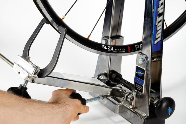how_to_true_a_wheel_adjust_arms_0-1